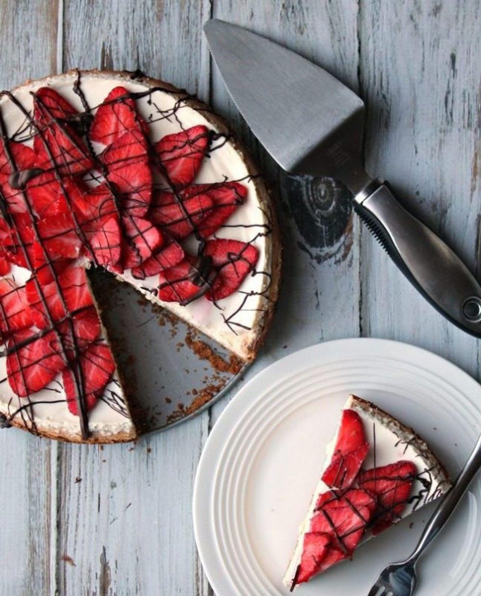 chocolate-covered-strawberry-cheesecake3