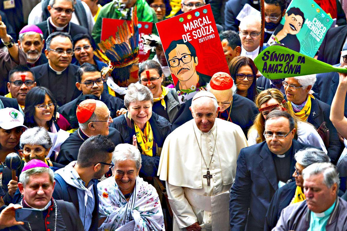 Il sinodo «creativo» lancia l'ordinazione degli uomini sposati