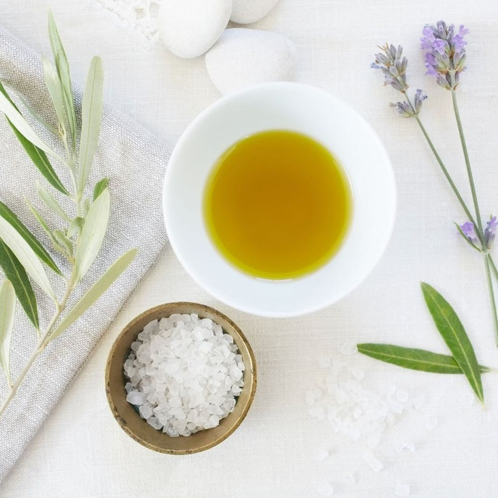 5 Essential Oils That Can Help Cure Your Worst Cold Symptoms