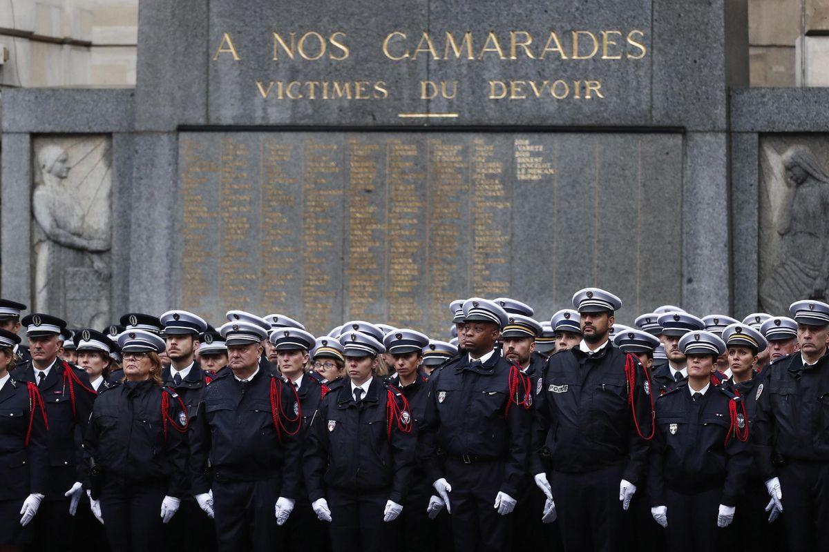 Dopo l'attacco di Parigi la polizia sommersa da minacce di stampo Isis