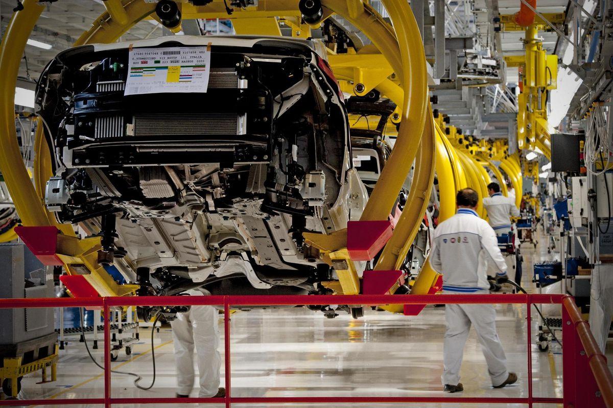 In Italia produzione di auto a -20%. Anche Parigi inizia a perdere colpi