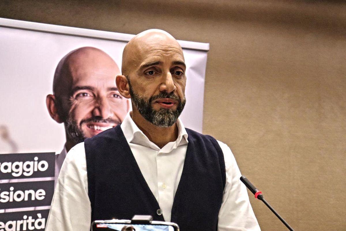 Se verrà eletto, il «civico» Bianconi darà a sé stesso i soldi del post sisma