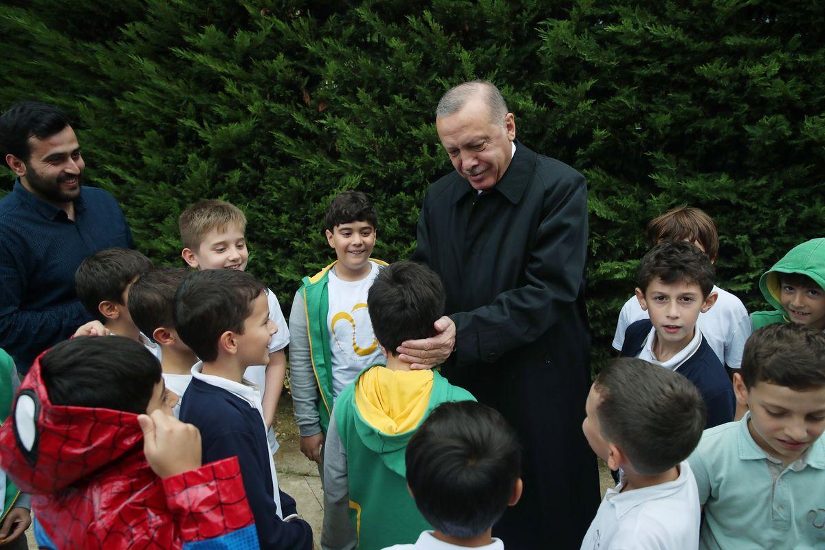 Erdogan: «Zitti o mando milioni di profughi»