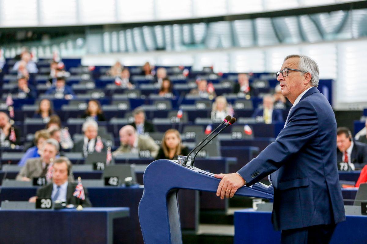 Bruxelles ferma Juncker, resterà fino a dicembre