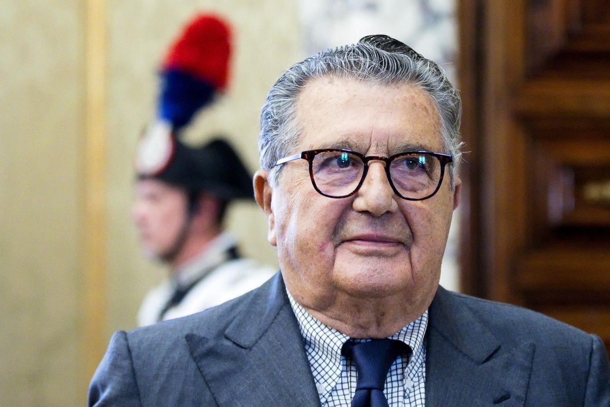 De Benedetti a 84 anni rivuole «Repubblica» e va in guerra con i figli
