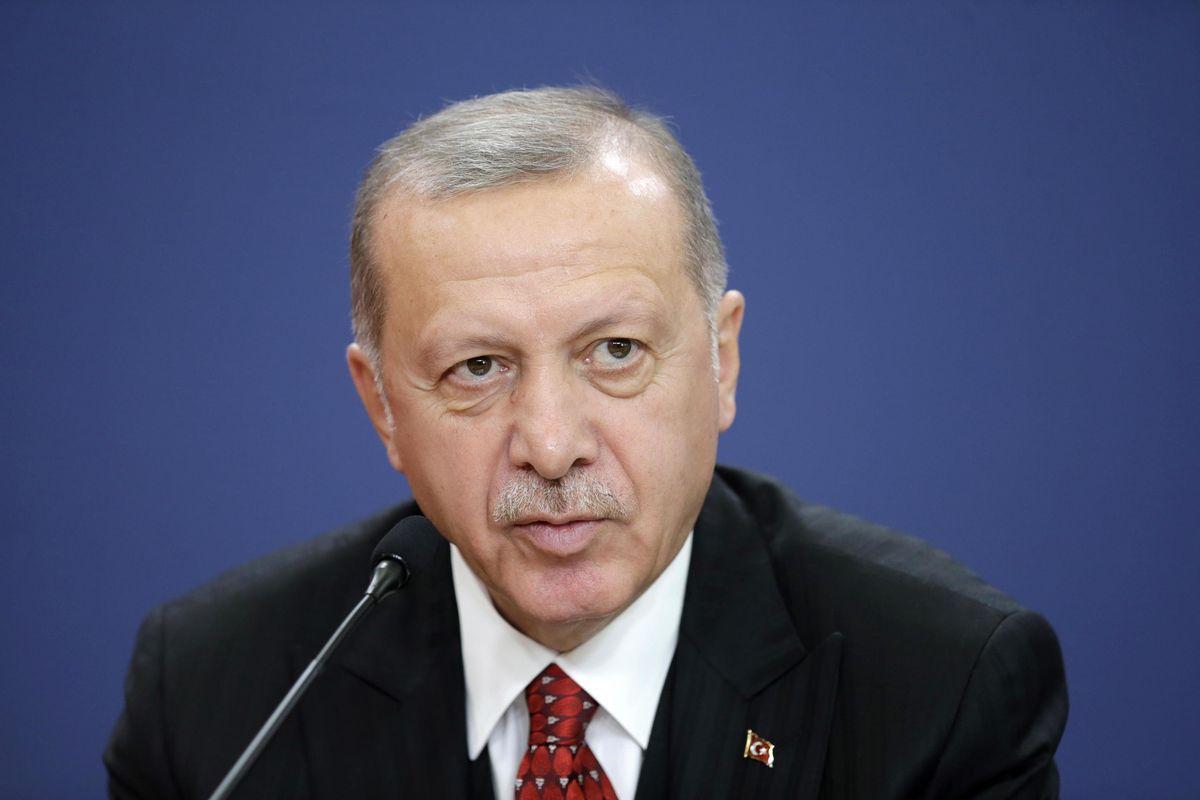 Merkel chiama il Sultano: «Fermati». Si muovono pure le truppe di Assad