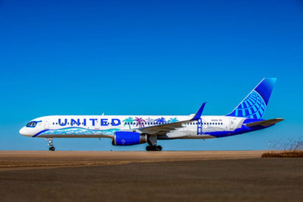 California Themed United Airlines Plane Soars Into The Friendly Skies United Hub