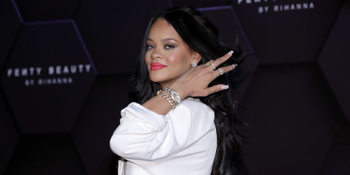 Rihanna Knows You Don't Have Time to Read