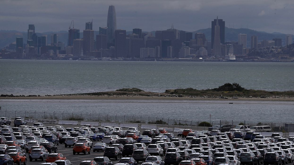 GM, Chrysler, Toyota, Fiat Side With Trump in Fuel Efficiency War Against California
