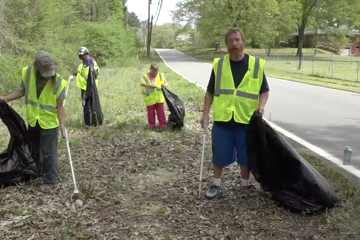 Arkansas employing homeless to clean up trash: 'I'm giving back and making money'