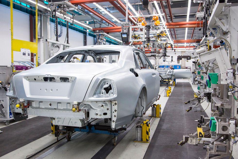 Rolls-Royce Phantom body in white