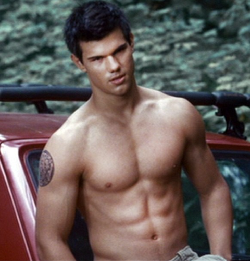 11 Pawsable Signs That Your Boyfriend Is In Fact A Werewolf