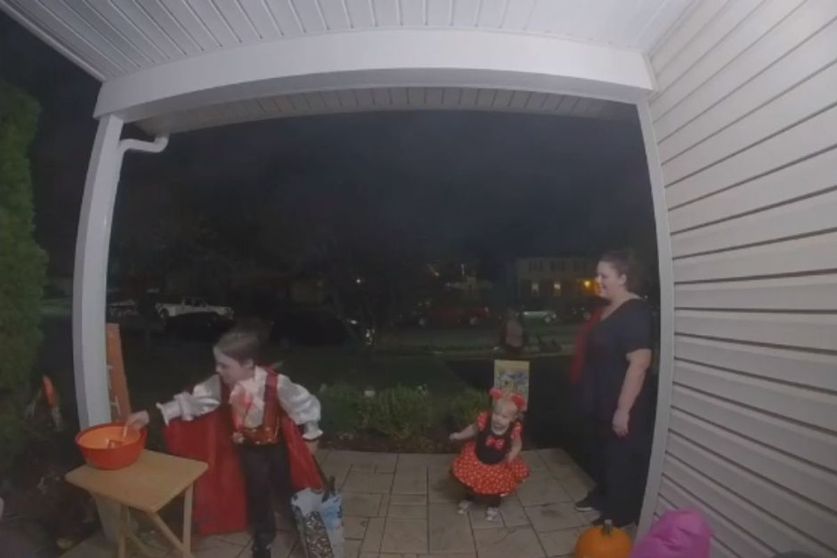 Kid boosts faith in humanity by filling an empty candy bowl from his own Halloween stash