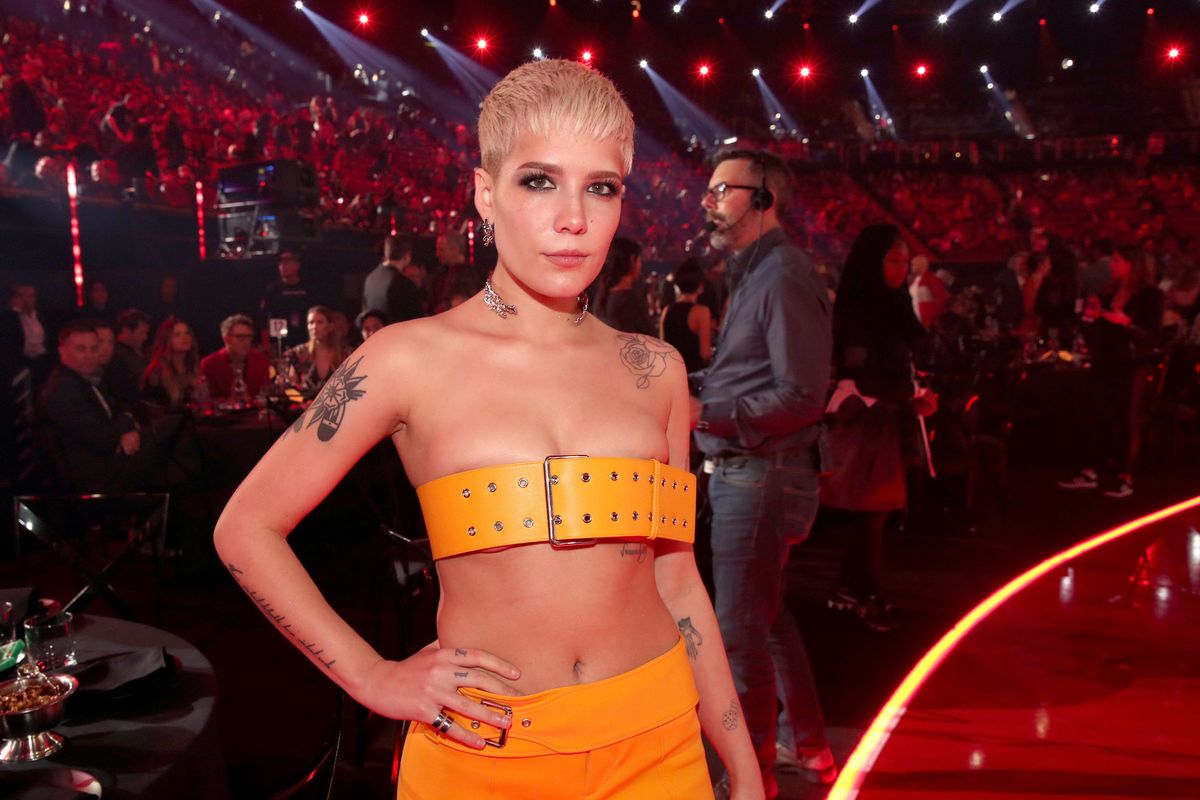 Halsey Under Fire For 2014 Tweet About Kissing Underage Fans