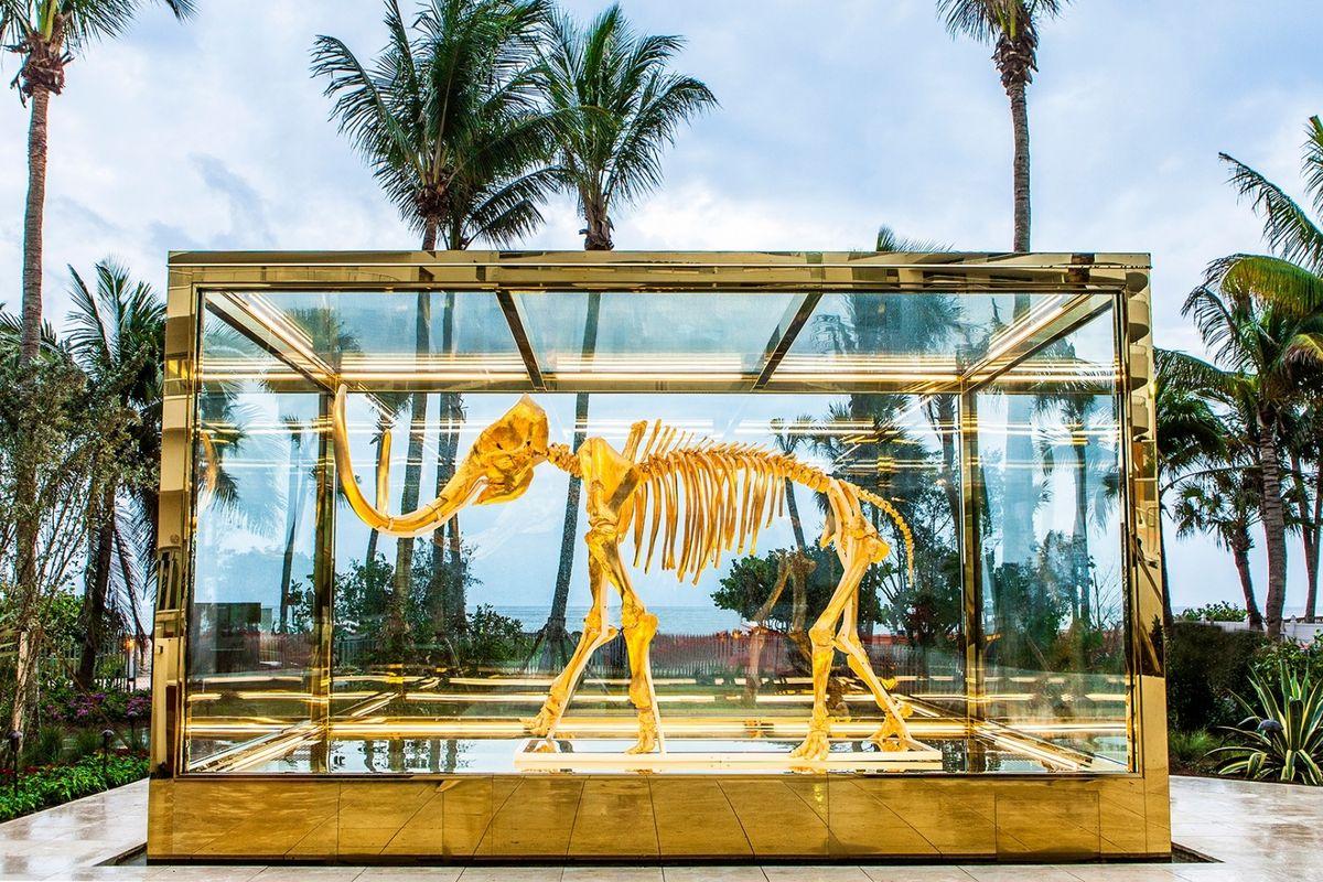 L'opera di Damien Hirst esposta all'hotel Faena di Miami vale 15 milioni di dollari