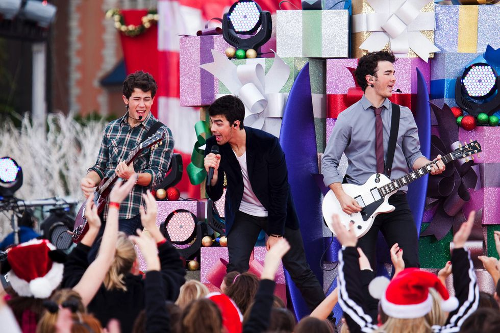 11 Jonas Brothers Holiday Tracks That Will Make True Fans Feel 'Like It's Christmas' In 2008