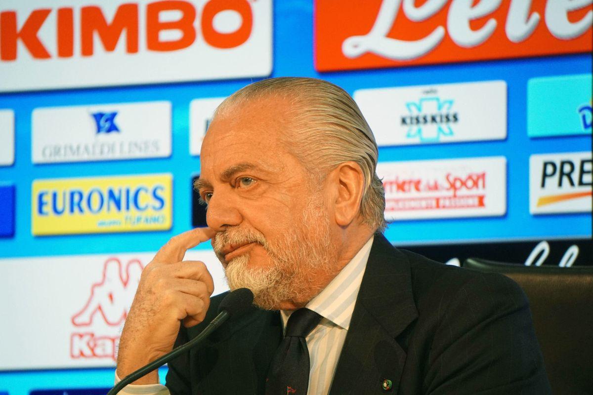 I calciatori «evadono» dal ritiro. De Laurentiis ha perso il Napoli