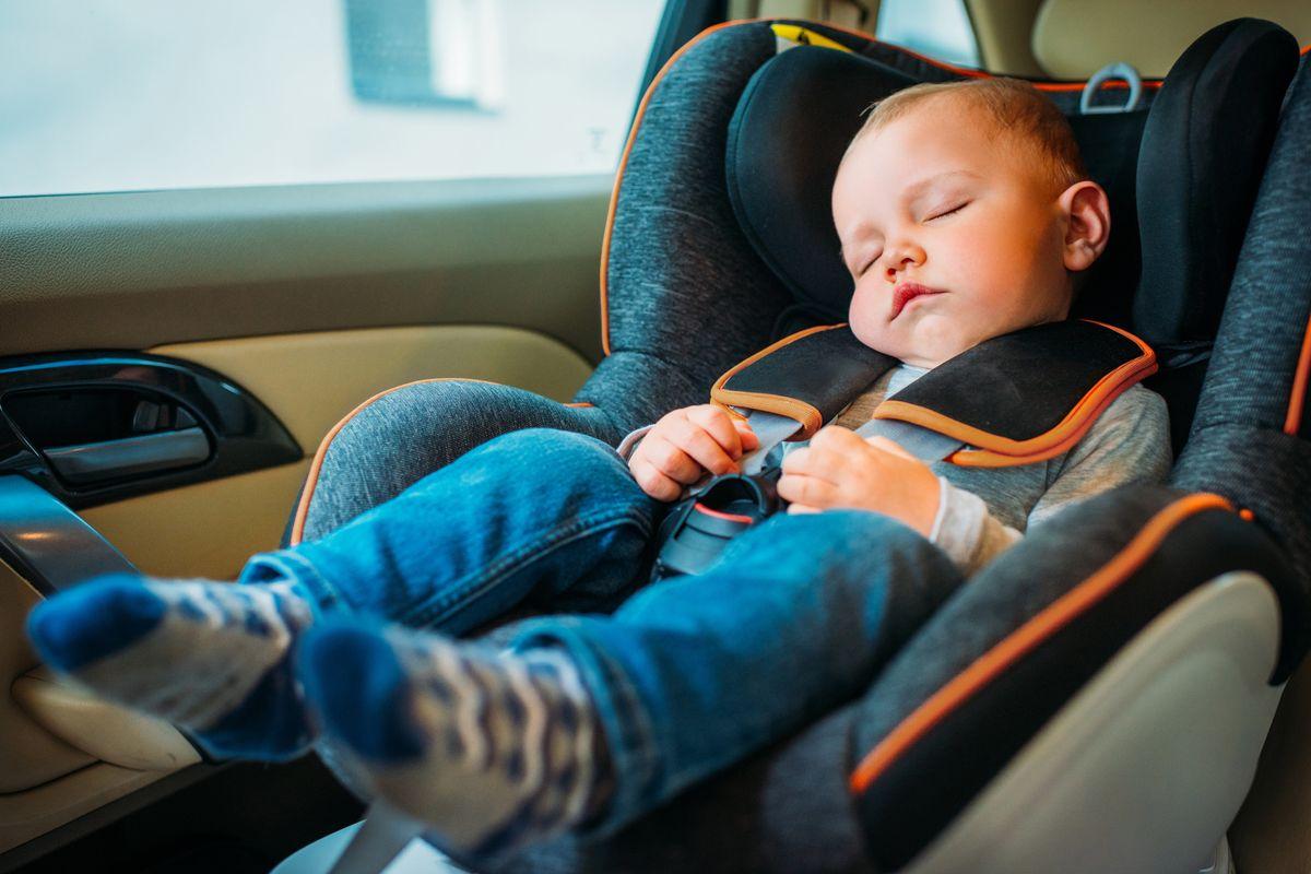 La tassa occulta sui seggiolini auto dei bimbi