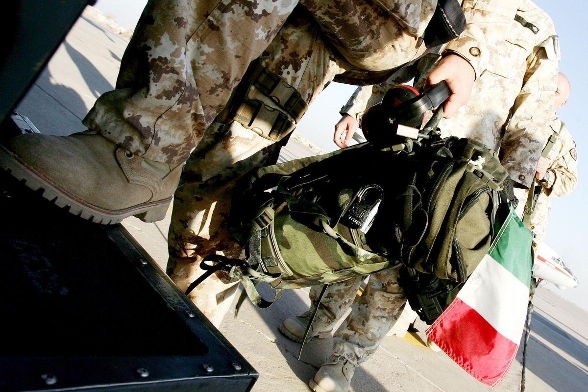 Iraq, attentato contro militari italiani: 5 feriti