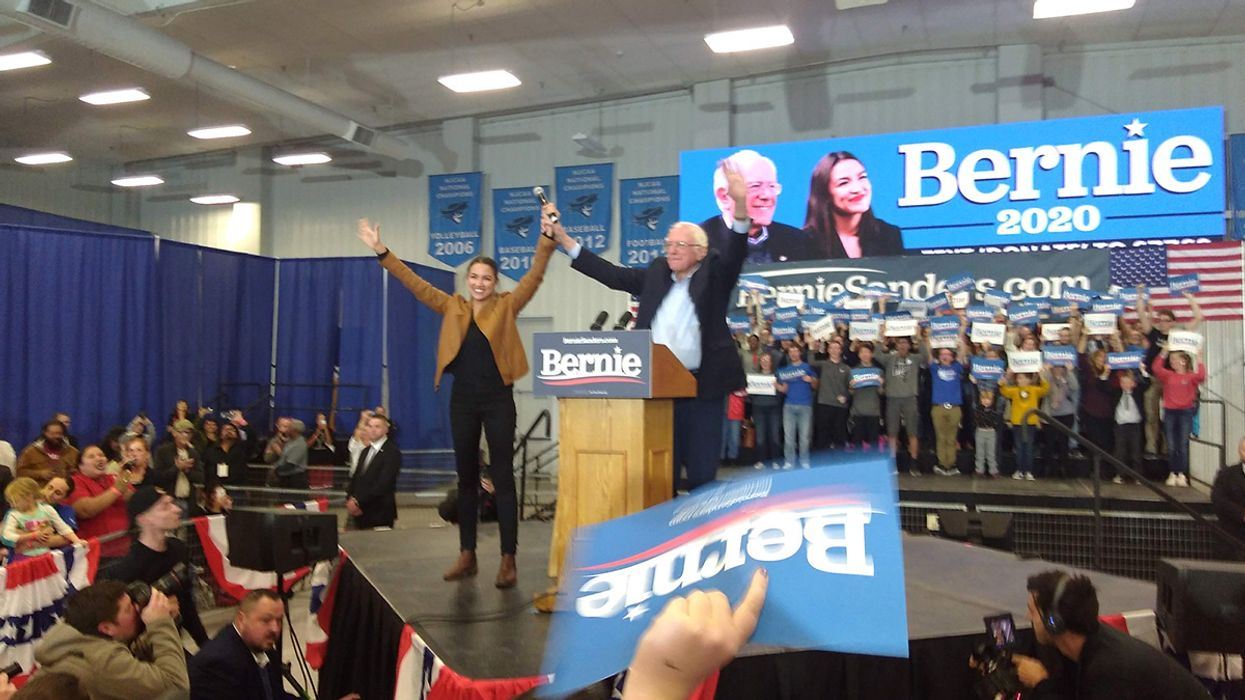 Sanders, AOC Promote Green New Deal at Largest Iowa Democratic Primary Rally
