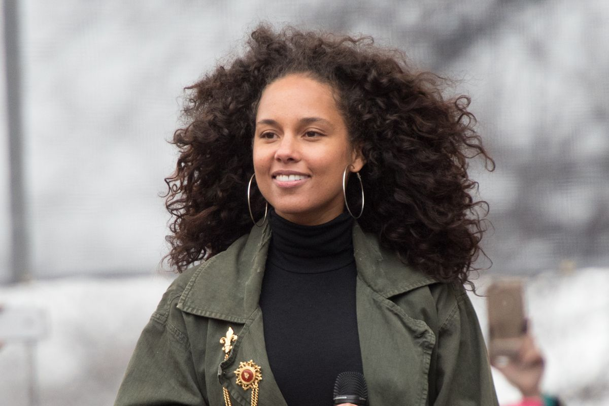 Alicia Keys Supports Her Son's Rainbow Manicure
