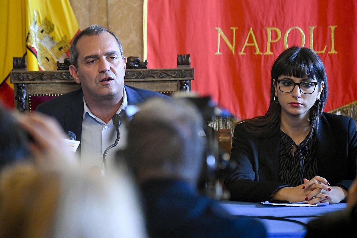 L'assessore di Napoli insulta gli israeliani «Assassini e nazisti». Ma la sinistra tace
