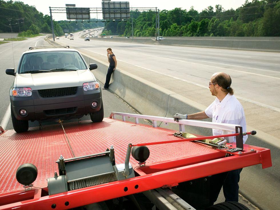 tow truck operator Ford Escape