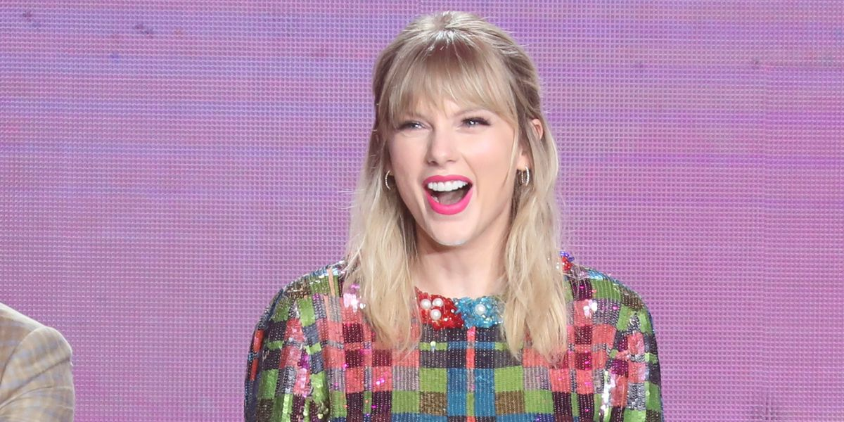 Taylor Swift Allowed to Perform Old Hits at AMAs