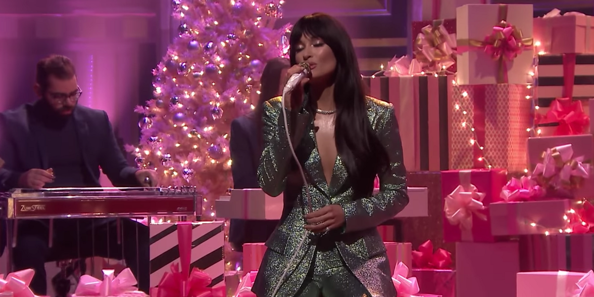 Watch Kacey Musgraves Sing Her New Holiday Song