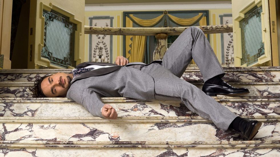 Johnny Galecki wearing gray suit on staircase