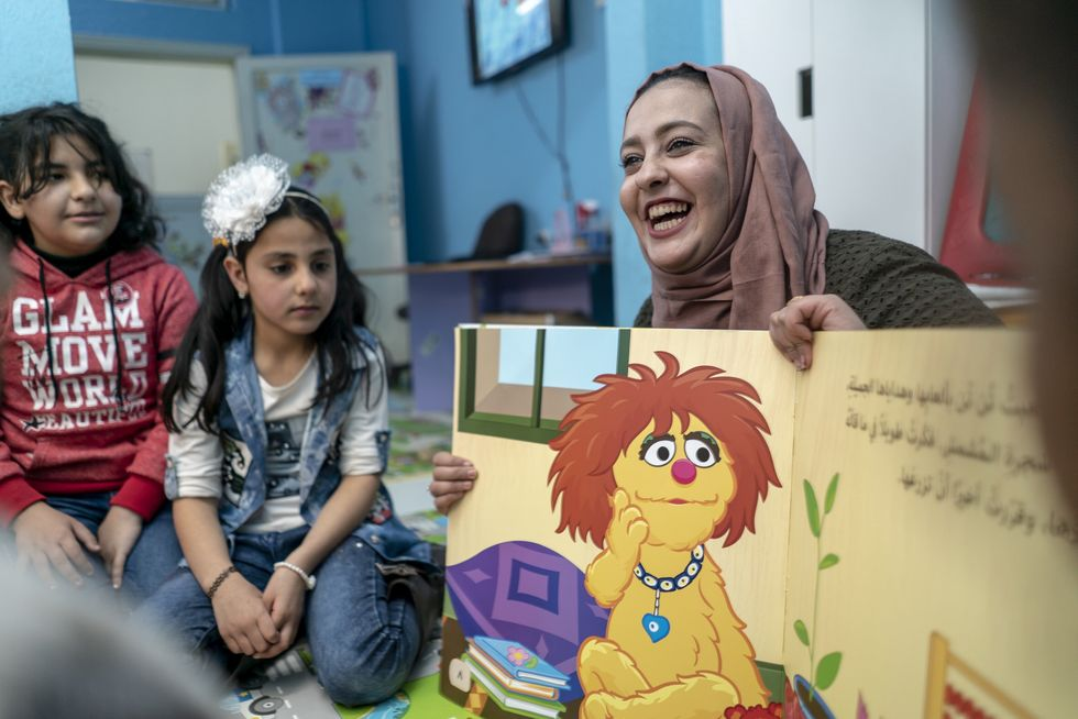 """""""Sesame Street"""" Series In Arabic Is Changing Education For Refugee Children"""