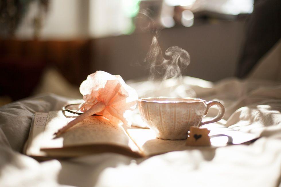 https://pixabay.com/photos/tea-cup-rest-calm-afternoon-381235/