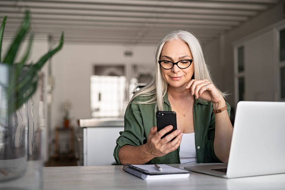 Businesswoman writes a personalized message to potential LinkedIn connection.