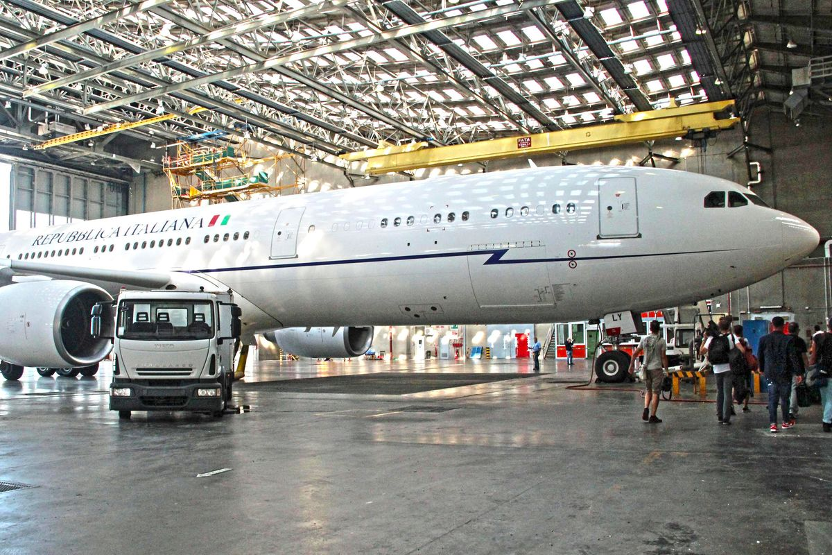 L'Air Force Renzi è di una società che fabbrica dighe a Katmandu?