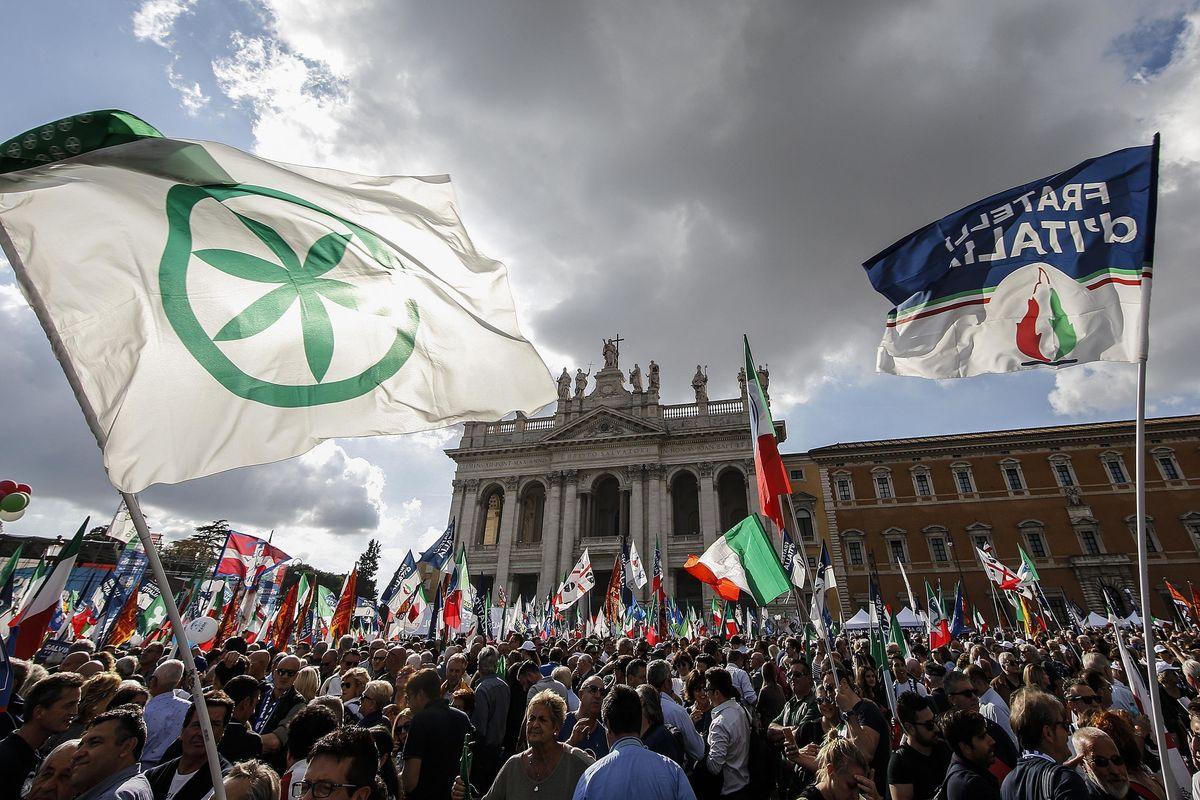 Da piazza San Giovanni l'urlo dei duecentomila: «Via Giuseppi subito»