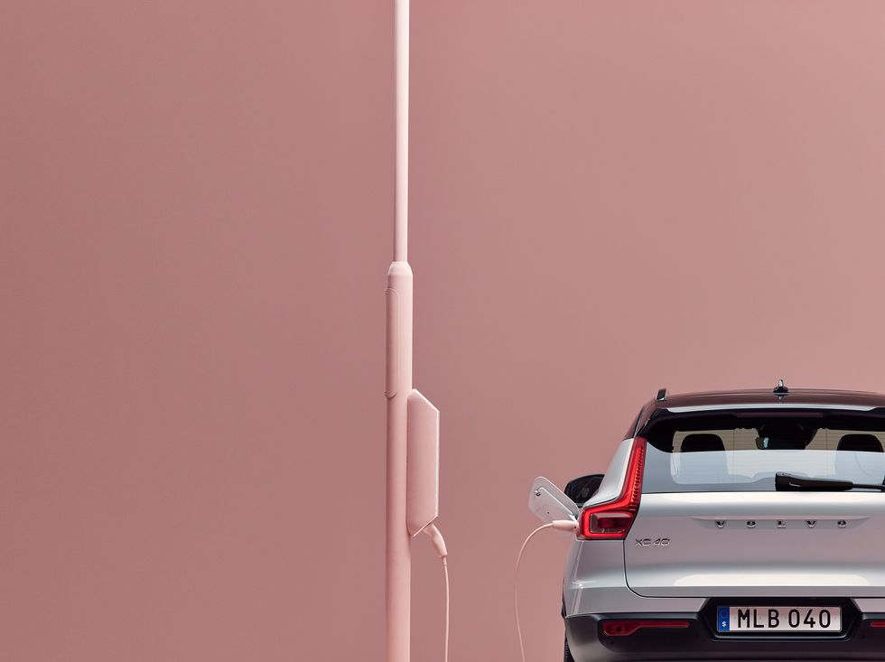 Volvo XC40 Recharge rear back plug charging