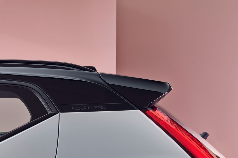 Volvo XC40 Recharge roof side spoiler black