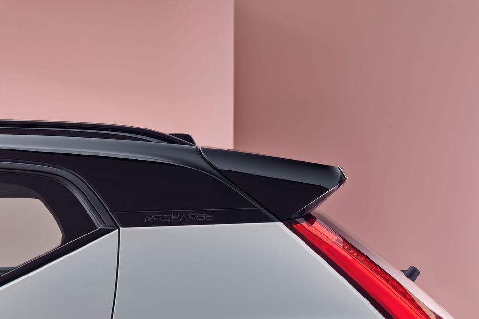 Volvo XC40 Recharge roof side spoiler black