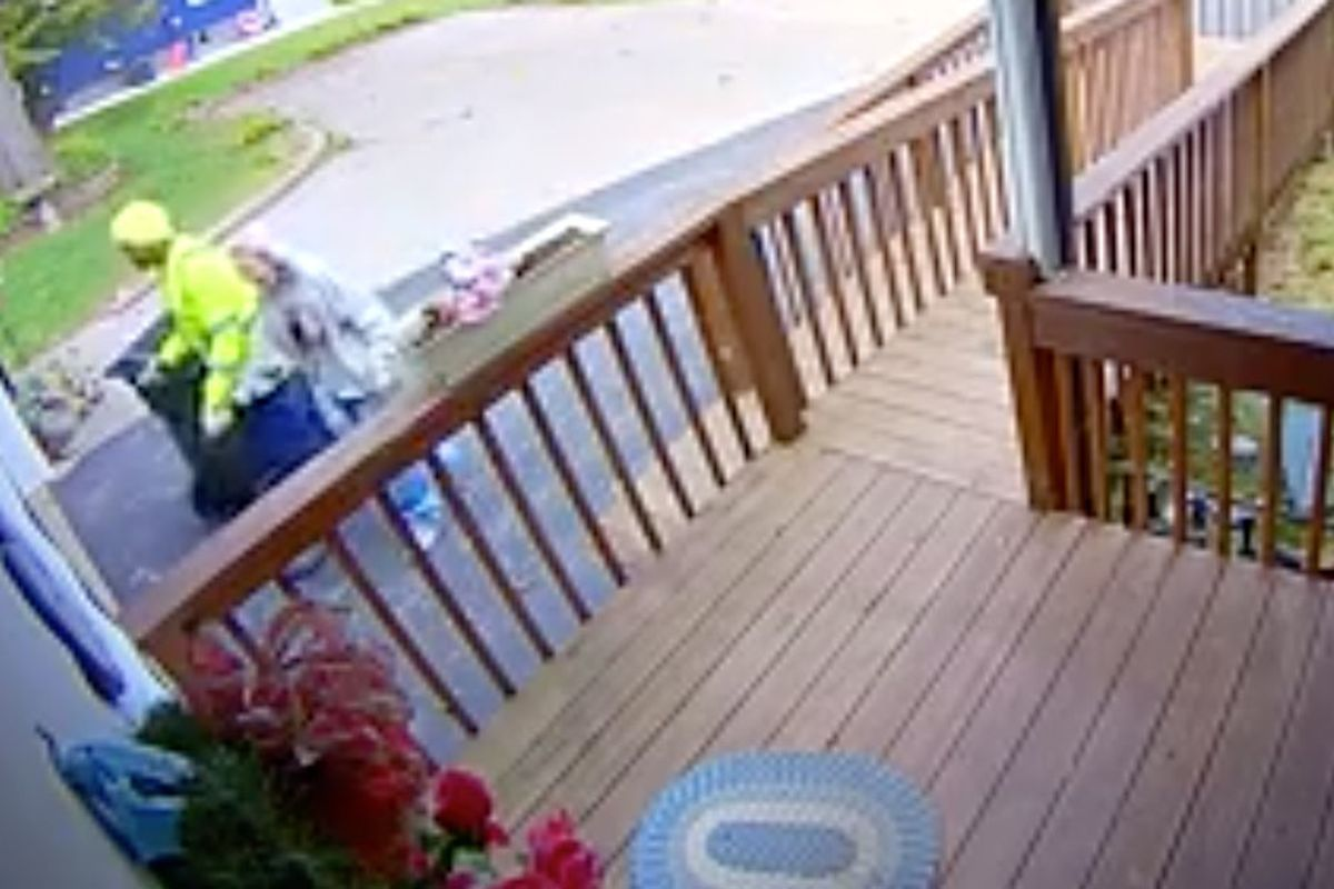 Sanitation worker captured on video helping 88-year-old woman carry her trash bin to her house