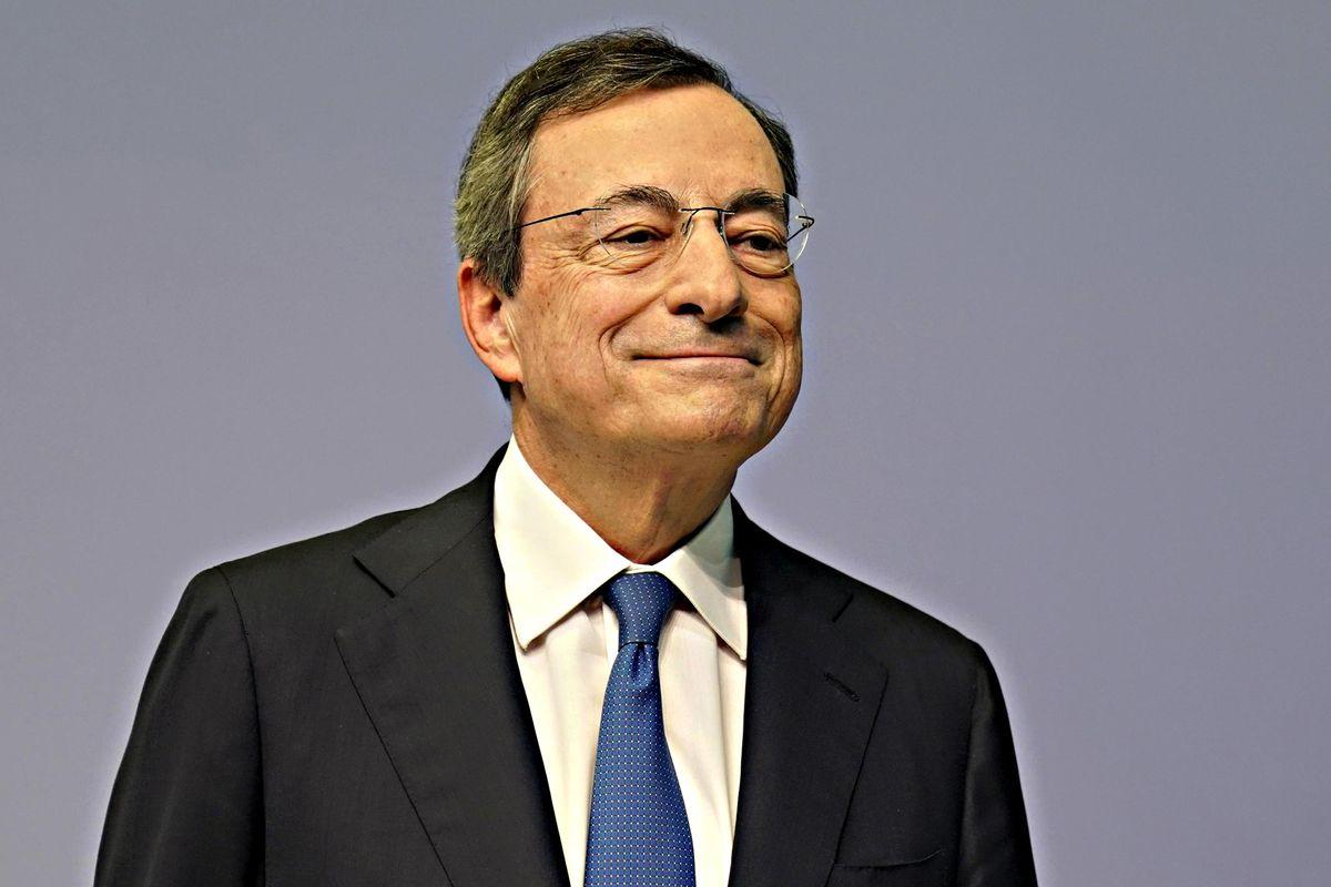 Draghi chiude con vista sul Colle. «Il futuro? Chiedete a mia moglie»