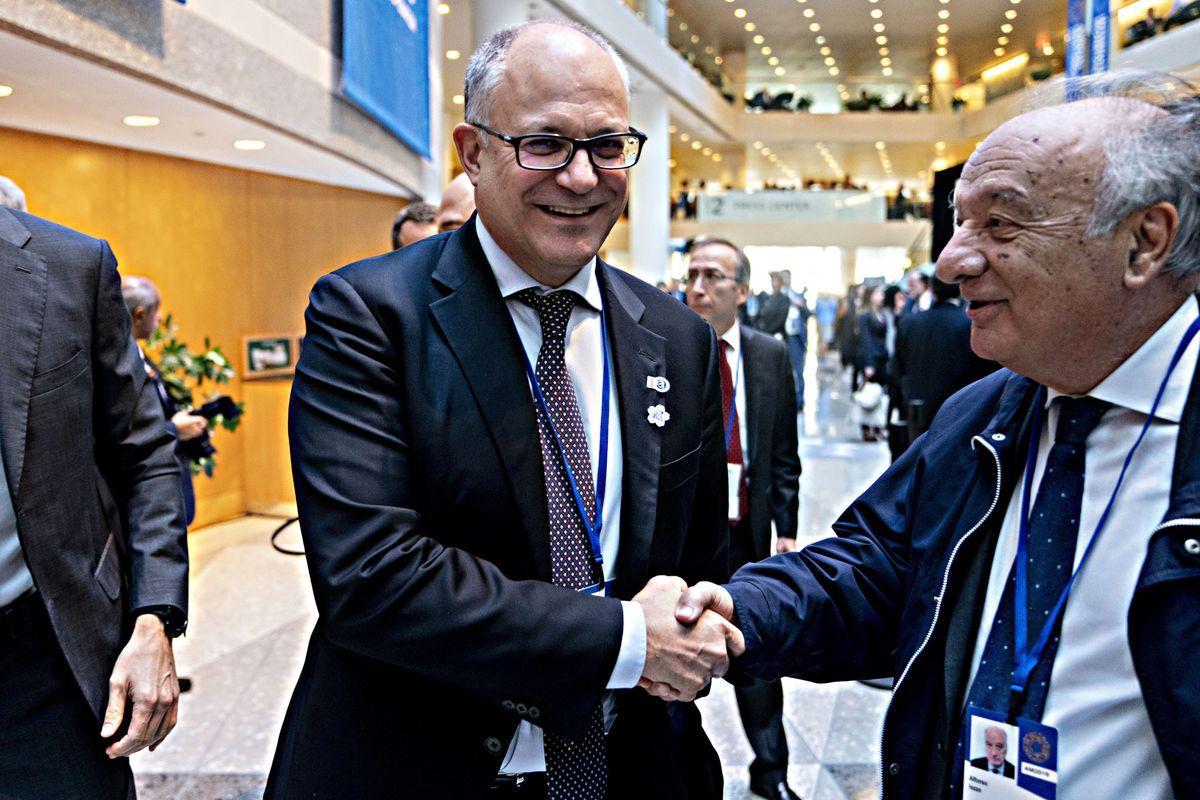 Gualtieri si inchina a Bruxelles. «Nessuna deviazione dalle regole»