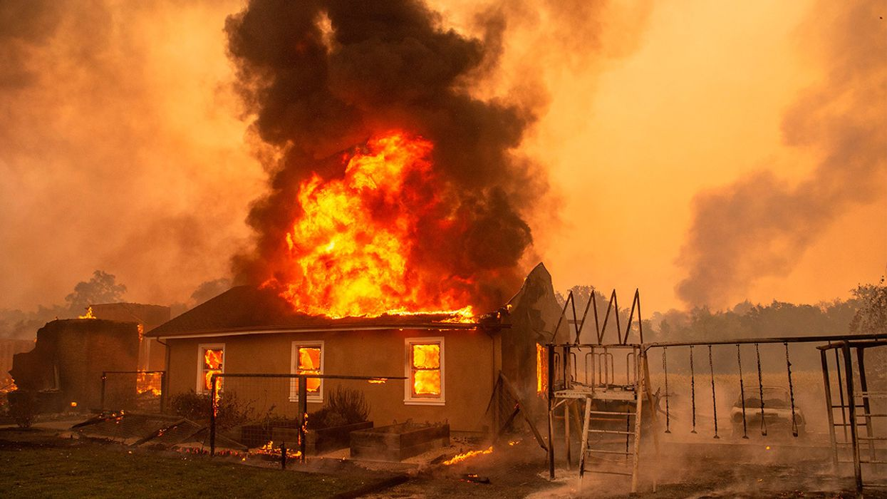 Kincade Fire Spreads to 16,000 Acres, Forces 2,000 to Flee
