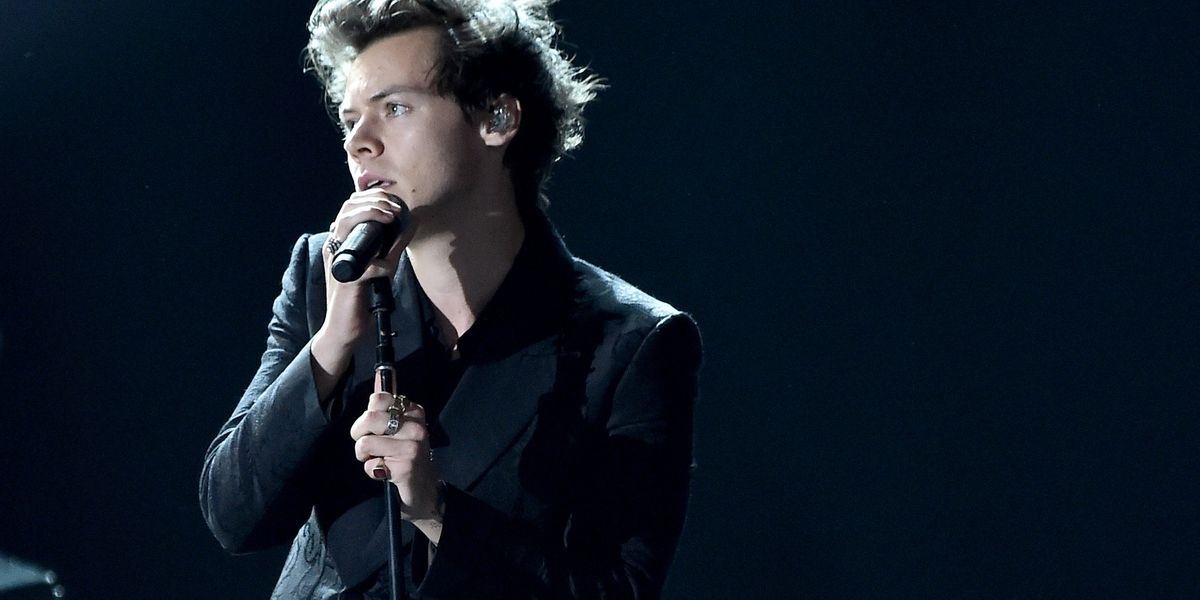 Harry Styles Sings 'Space Cowboy'