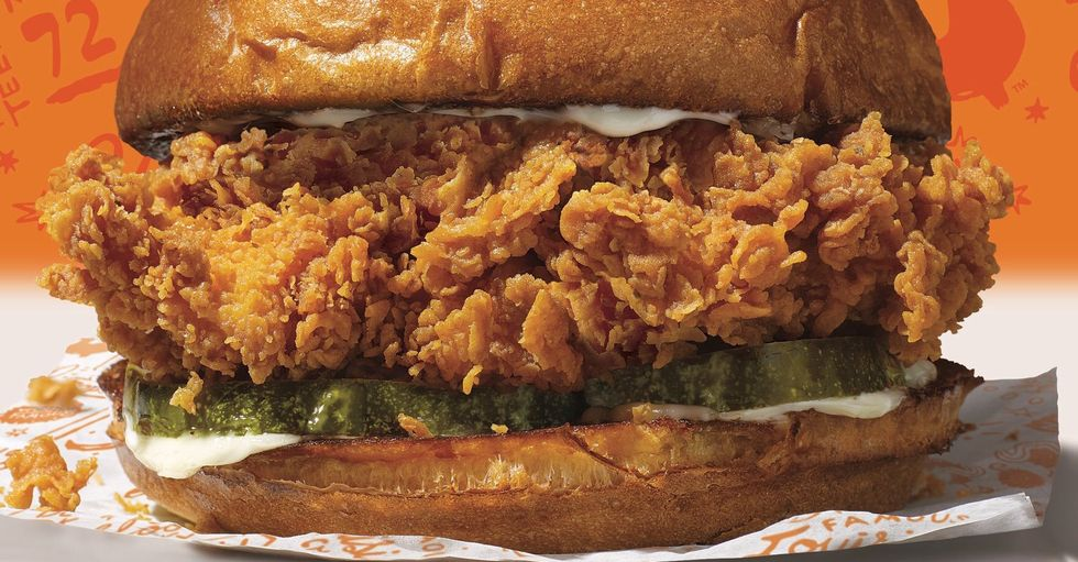 Popeyes' Chicken Sandwich Is Making A Comeback, But I Still Don't Give Two Clucks About It