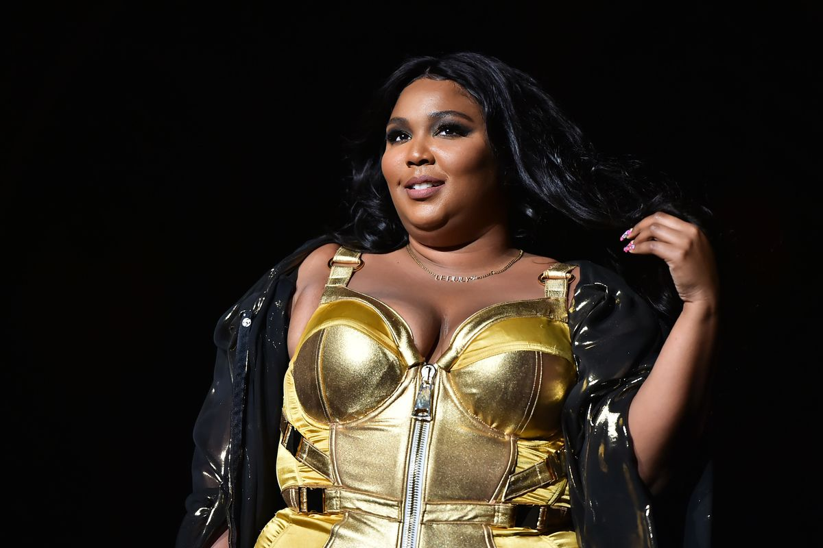 Lizzo's Lakers Outfit Sparks Debate Over Fatphobic Double Standards