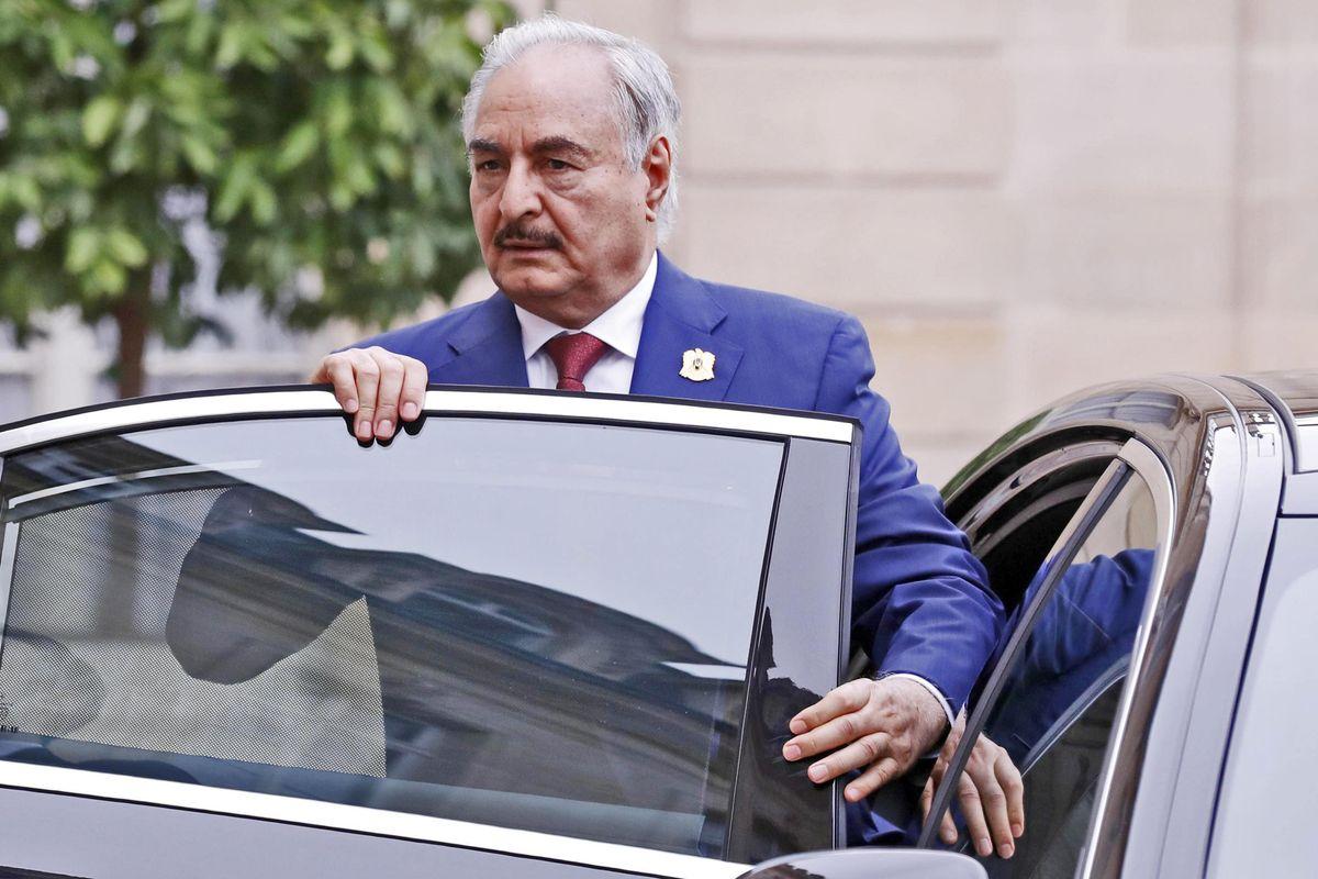 Ora che il fiasco in Libia è sicuro ai vertici invitano anche Giuseppi