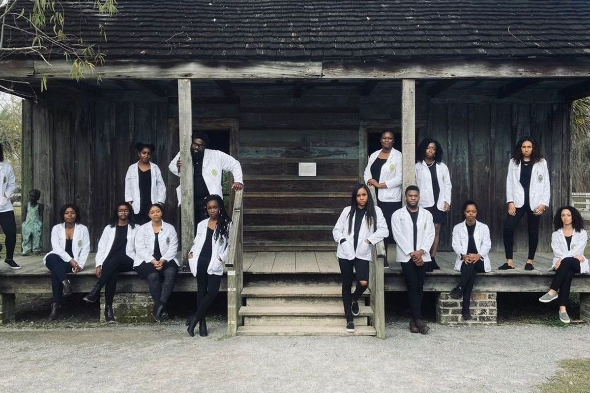 Black medical students from Tulane take powerful photo in front of former slave quarters