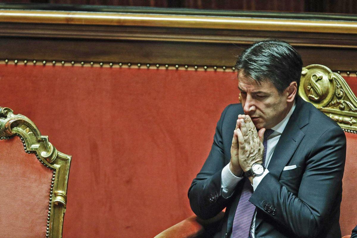 La fine ingloriosa di premier Giuseppi, ridotto a fare l'ufficio stampa di Fca
