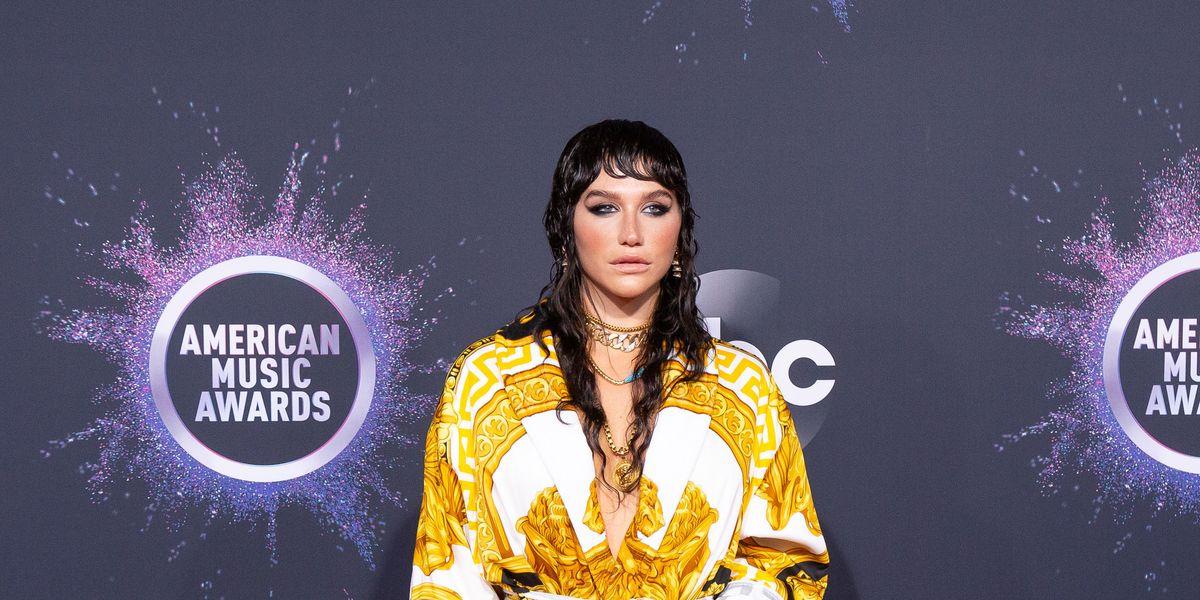 Kesha Resurrected 2009 at the AMAs
