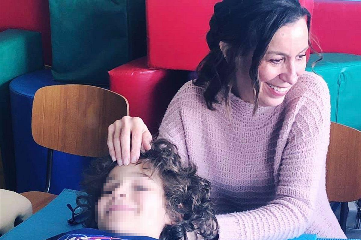 I guru di una setta texana massaggiano bimbi a scuola per liberare loro la mente